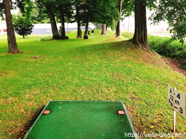 エルムパークゴルフ場 木々の間を抜けるコース