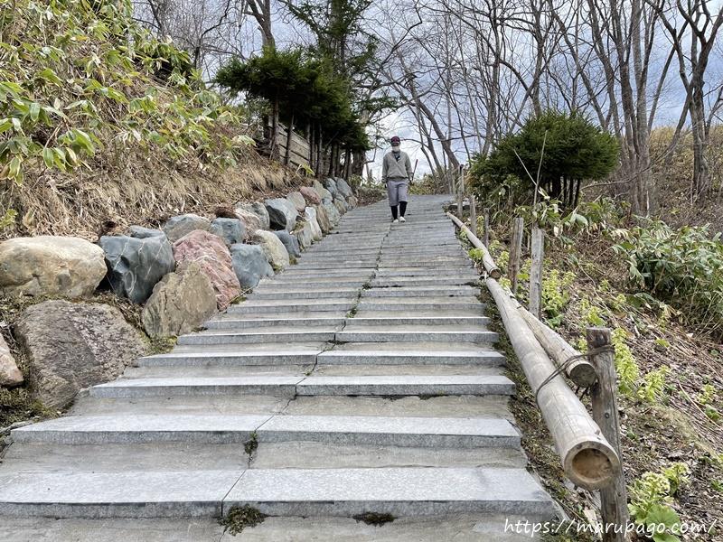 コース後半へ続く長い階段