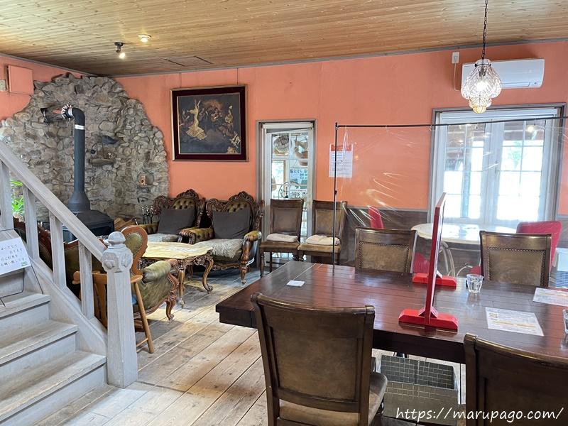西洋風のおしゃれなカフェスペース