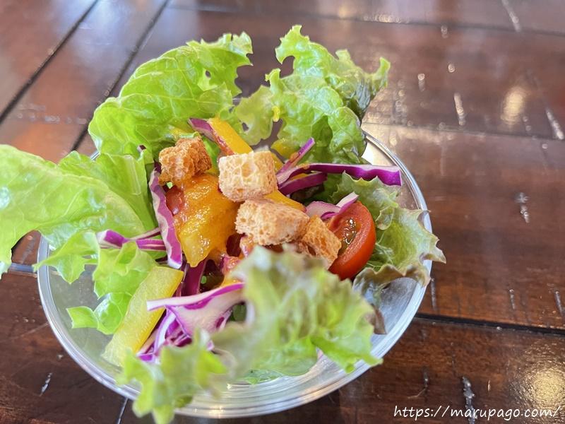 食前の野菜サラダ