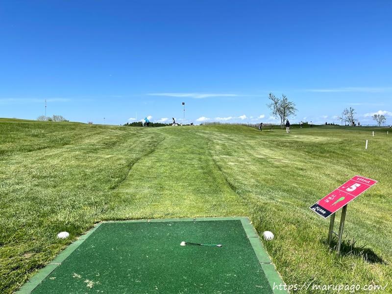 パークゴルフルール①ティーグラウンドから足をはみ出さない