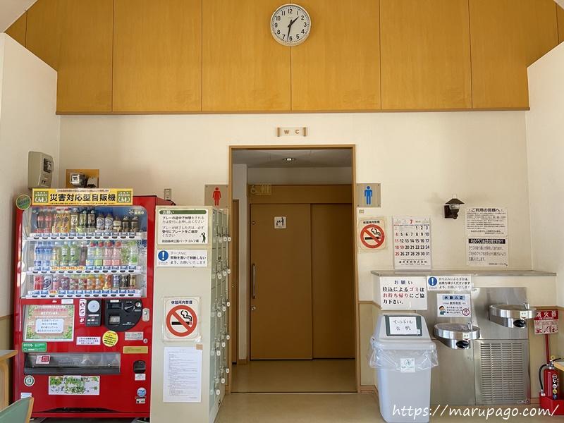 前田森林公園パークゴルフ場 クラブハウス内の自販機、トイレ、水飲み場
